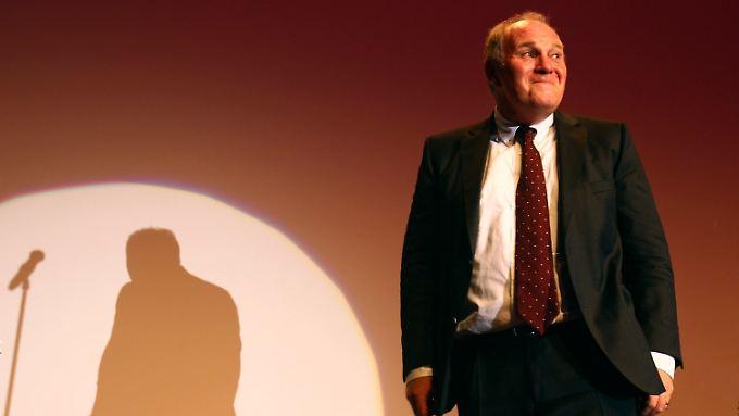 Uli Hoeneß, der Mann der von anderen  Anstand und Sitte forderte, steckt tief im Steuersumpf.