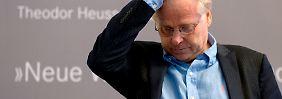 Die Theodor-Heuss-Stiftung vergibt ihren Preis an Cohn-Bendit für seine vorbildliches demokratisches Verhalten.