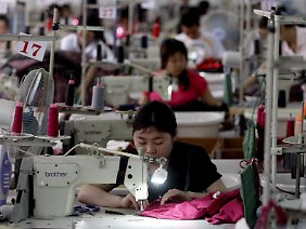 Arbeiterinnen in einer Textilfabrik in Shenzhen.