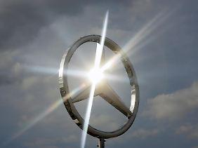 Der Stern strahlt hell.