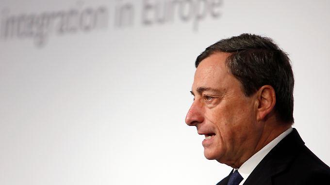 EZB-Präsident Draghi schließt trotz rekordniedriger Zinsen weitere Zinssenkungen nicht aus.