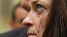 Vor allem die Angehörigen der Opfer wollen der Frau ins Gesicht schauen, die sie für eine Haupttäterin halten.
