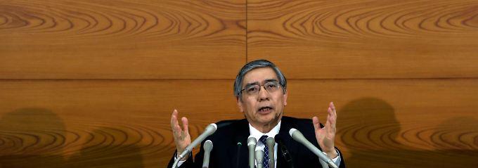 Verantwortlich für die Geldflut: Haruhiko Kuroda, Chef der Bank of Japan (BoJ).