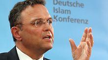 Friedrich setzt bei der Islamkonferenz vor allem auf Fragen der Sicherheit.