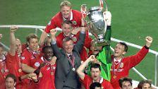 """""""Am Ende dieses Spiels wird der Europacup nur sechs Fuß von euch entfernt stehen - und ihr werdet ihn nicht einmal anfassen dürfen. Und viele von euch werden nie mehr so nah rankommen. Wagt es ja nicht, hier nachher reinzukommen, ohne alles gegeben zu haben."""" (Aus Fergusons Halbzeitansprache im Endspiel der Champions League 1999 gegen Bayern München)"""