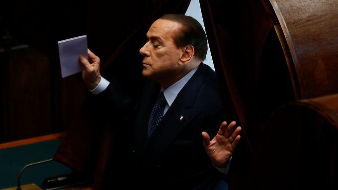 Mir doch egal? Keineswegs, so langsam droht Berlusconi in der Fülle der Vorwürfe und Verurteilungen unterzugehen.