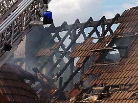 Der Schaden nach einem Brand ist oft groß. Damit das nicht zu einem finanziellen Fiasko wird, brauchen Hausbesitzer den passenden Versicherungsschutz.