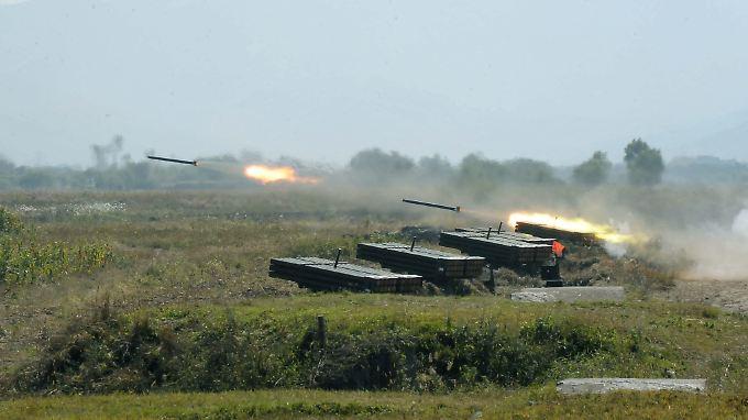 Dass Nordkorea immer mal wieder Raketen in Richtung Japan feuert, könnte ein Grund für die geplante Abschaffung der Friedenspflicht sein.