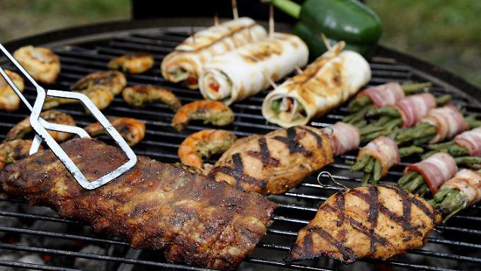 Nach dem Grillen gehört das marinierte Fleisch in die Tiefkühltruhe.