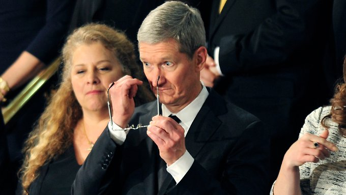 Apple-Chef Tim Cook muss heute die Steuertricks des Konzern vor dem US-Senat erklären.
