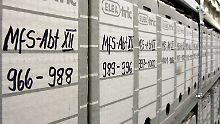 Auch 3000 bis 3500 Bundesbürger waren 1989 als IM geführt.