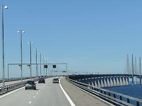 Die Öresundbrücke verbindet Dänemark und Schweden.