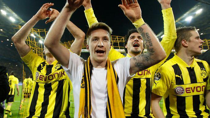 Beseelt vom Sieg gegen Malaga: Marco Reus und seine Dortmunder Kollegen.