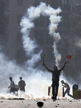 Zehntausende demonstrierten in Istanbul gegen Erdogan