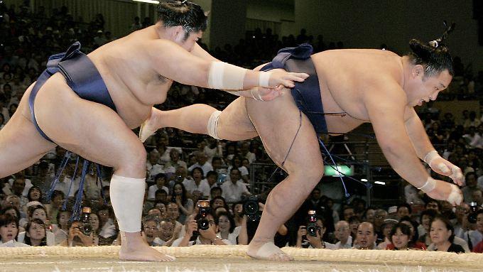 Wenn Schwergewichte stürzen: Der Nikkei scheint aus dem Gleichgewicht.