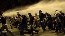 Ausgelassene Stimmung und Tränengas: Türken feiern gegen Polizeigewalt an
