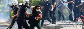 Seit Tagen protestieren Menschen in verschiedenen Städten der Türkei. Besonders das harte Vorgehen der Polizei gegen die Demonstranten sorgte international für Kritik.