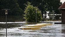 Die Postautos in Schönhausen hatte am Dienstag nur bis zur unteren Fensterkante im Wasser gestanden.