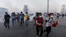 Mit Tränengas und Wasserwerfern: Erdogan lässt den Taksim-Platz räumen
