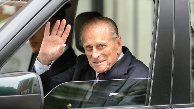 Prinz Philip beim Verlassen der Klinik: Er muss sich noch erholen.