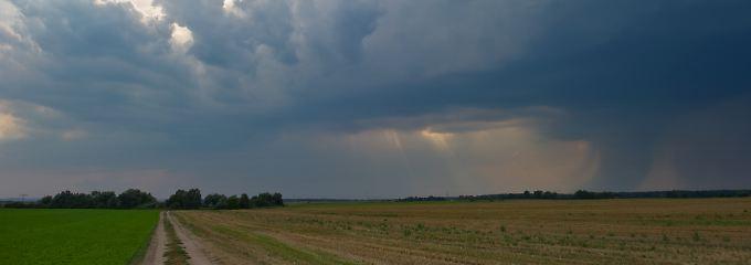 Wolken und Gewitterstimmung stehen an.