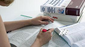 Pauken mit Pillen: Konsumenten passen sich der Leistungsgesellschaft an.