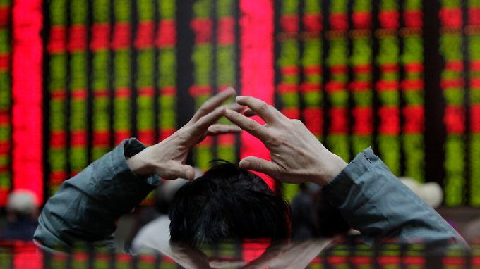 Händler an der Börse Schanghai: Die Kreditblase in China droht zu platzen.