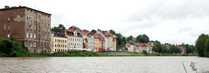 Blick über die Lausitzer Neiße an der Uferstraße in Görlitz.