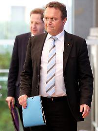 Innenminister Friedrich (r.) und der Präsident des Bundesamtes für Verfassungsschutz, Maaßen.