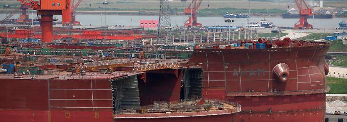 Wenn der Wirtschaftsmotor stottert: Schnell türmen sich in den Werften gewaltige Überkapazitäten auf.