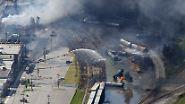 Nachdem sich ein führerloser Tankzug mit mehr als 70 gefüllten Öl-Waggons aus noch ungeklärten Gründen in Bewegung setzt, ...