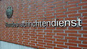 """""""Die stecken unter einer Decke"""": Deutschland kooperiert angeblich mit der NSA"""