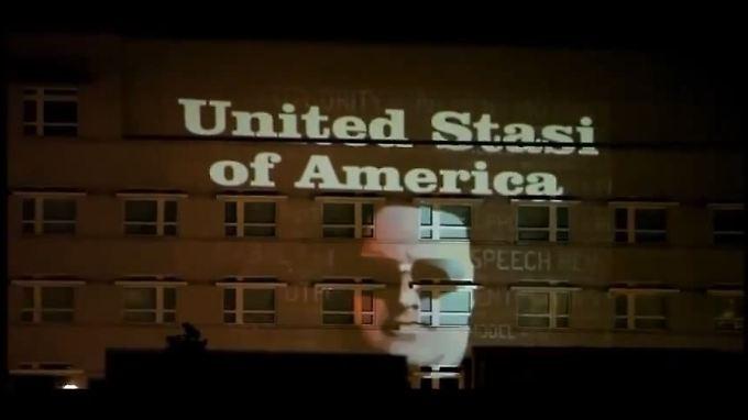Für wenige Augenblicke war diese Installation an der US-Botschaft in Berlin zu sehen.