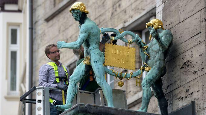 Hannover atmet auf: Der lang vermisste Goldkeks ist wieder an seinem Platz.