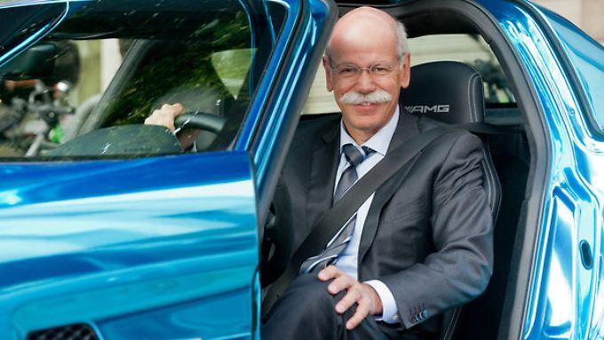 Daimler-Chef Dieter Zetsche präsentiert unerwartet gute Zahlen für das zweite Quartal.
