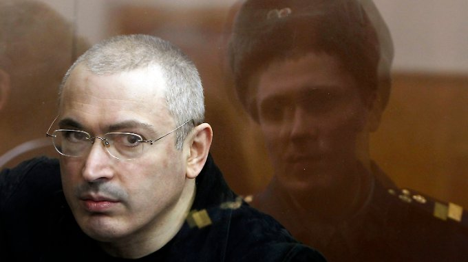 Michail Chodorkowski in einem Gerichtssaal in Moskau.