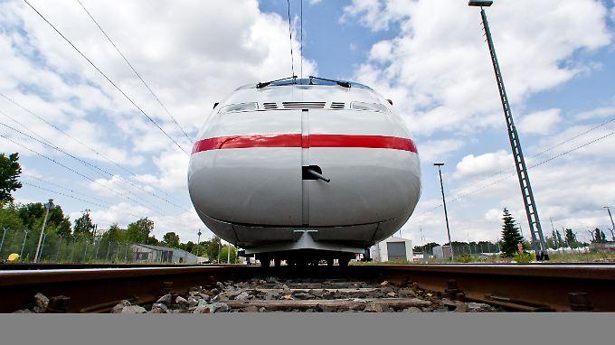 Der modernisierte ICE-2-Zug: Anfang 2011 hat die Bahn ein Redesign für 44 ICE-2-Züge gestartet. Rund 100 Millionen Euro wurden unter anderem in Komfort und Technik investiert.