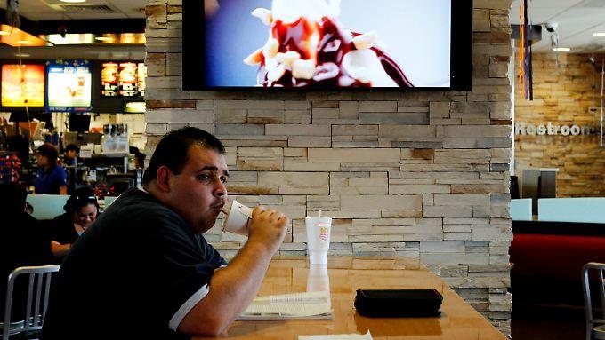 Bei der Arbeit essen könnte für McDonald's-Mitarbeiter auf Dauer ungesund sein.