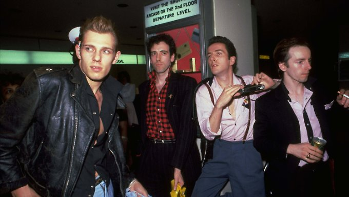 """The Clash"" 1981: Paul Simenon, Mick Jones, Joe Strummer, Topper Heyton (v.l.)"