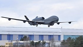 Ausschuss untersucht Drohnen-Flop: De Maizière denkt nicht an Rücktritt