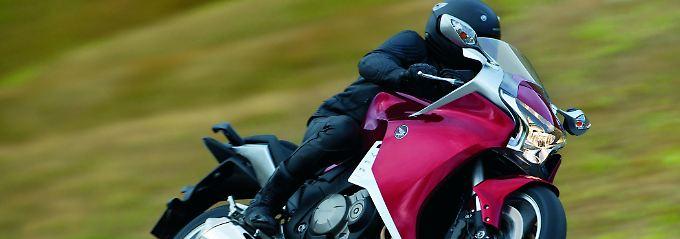 Ein Vierzylinder in V-Form treibt die CBR 1100 XX an. Honda bietet optional noch ein Doppelkupplungstetriebe an.