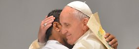 Brasilien tanzt für Franziskus: Papst schwebt an der Copacabana ein