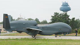 Die unbemannte Aufklärungsdrohne Euro Hawk hat keine Zulassung für den europäischen Luftverkehr.
