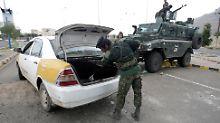 Im Zentrum von Sanaa gehören scharfe Kontrollen zum Straßenbild - vor allem nahe der Botschaften.