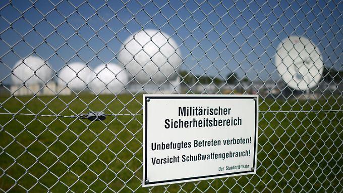 Die Radarkuppeln von Bad Aibling. Bis 2002 saß hier die NSA, seither lauscht nebenan in der Mangfall-Kaserne der BND.