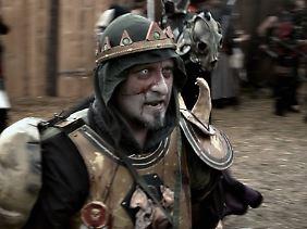 """Dirk muss als """"Fürst des untoten Fleisches"""" reichlich Führungsaufgaben übernehmen."""