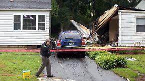 Zwei Tote bei Unfall in Connecticut: Leichtflugzeug stürzt in Wohngebiet