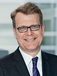 """Prof. Dr. Robert Vehrkamp leitet bei der Bertelsmann-Stiftung das Programm """"Zukunft der Demokratie"""". Er ist Mitautor der Studie """"Gespaltene Demokratie"""", die im April 2013 erschien."""