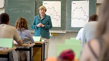 Die Kanzlerin geht in die Schule: Spaß mit Merkel
