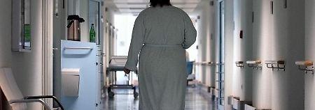 Wer im Krankenhaus sein Zimmer nicht mit anderen Patienten teilen will, kann private Zusatzversicherungen abschließen. Allerdings lohnt sich eine solche Police nicht immer. Foto:Peter Endig